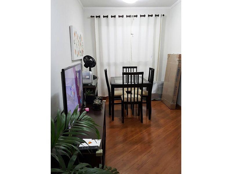 Sacomã, Apartamento Padrão - Sala retangular com dois ambientes, piso laminado e teto com moldura de gesso.