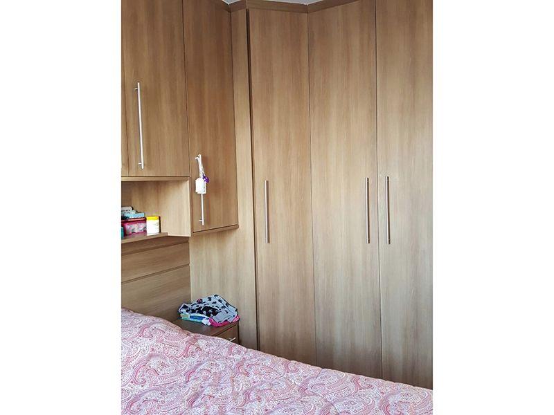 Sacomã, Apartamento Padrão-Dormitórios com piso laminado e armários planejados.