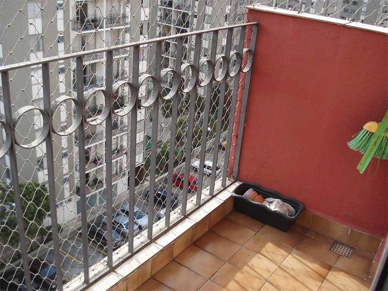 Sacomã, Apartamento Padrão - Varanda com piso de cerâmica e tela de proteção.