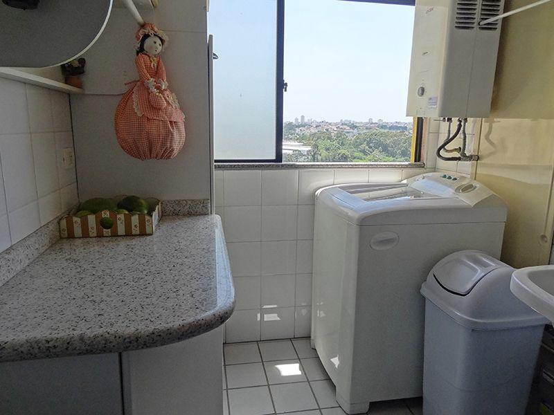 Sacomã, Apartamento Padrão-Área de serviço com piso cerâmica, armários planejados e aquecedor de passagem.