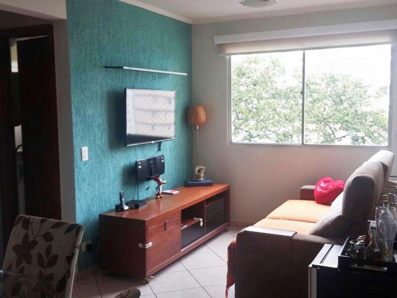 Sacomã, Apartamento Padrão - Sala em L com dois ambientes, piso de cerâmica e teto com moldura de gesso.