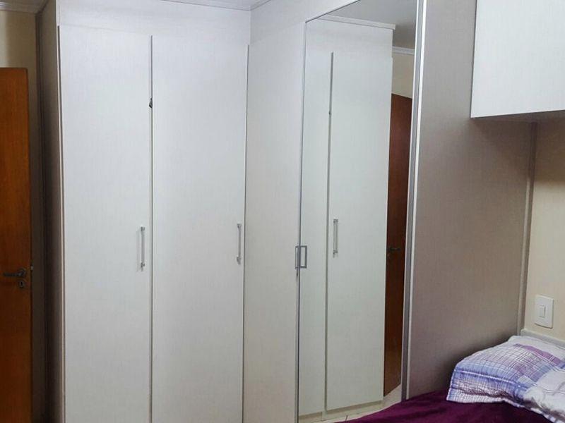 Sacomã, Apartamento Padrão-Primeiro dormitório com piso de cerâmica, teto com moldura de gesso e armários planejados.