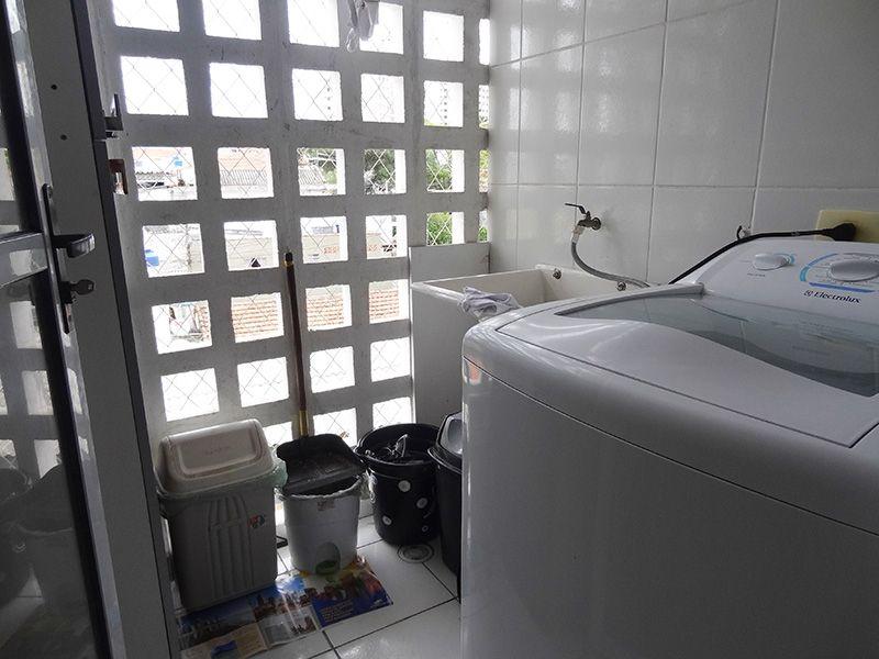 Jabaquara, Apartamento Padrão-Área de serviço com piso de cerâmica e ventilação com tela de proteção.
