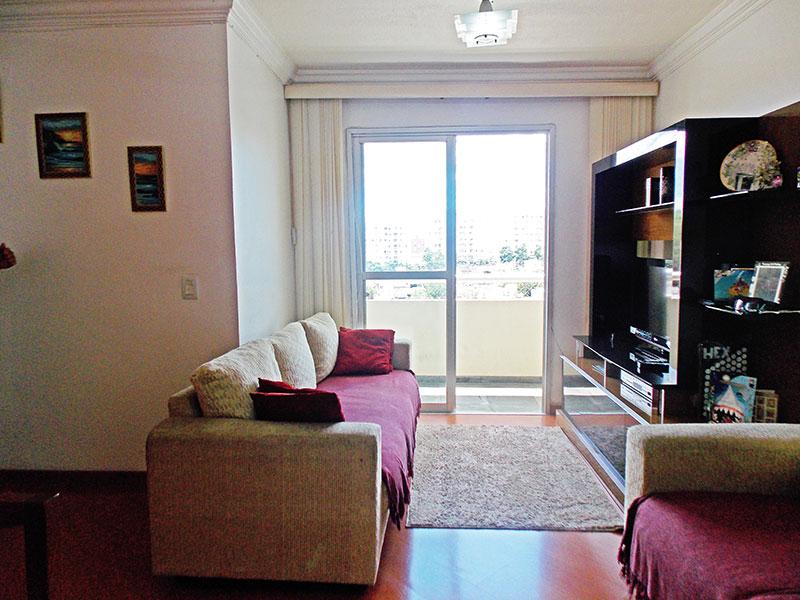 Sacomã, Apartamento Padrão-Sala em L com piso de laminado, parede com textura, teto com moldura de gesso e acesso à varanda.