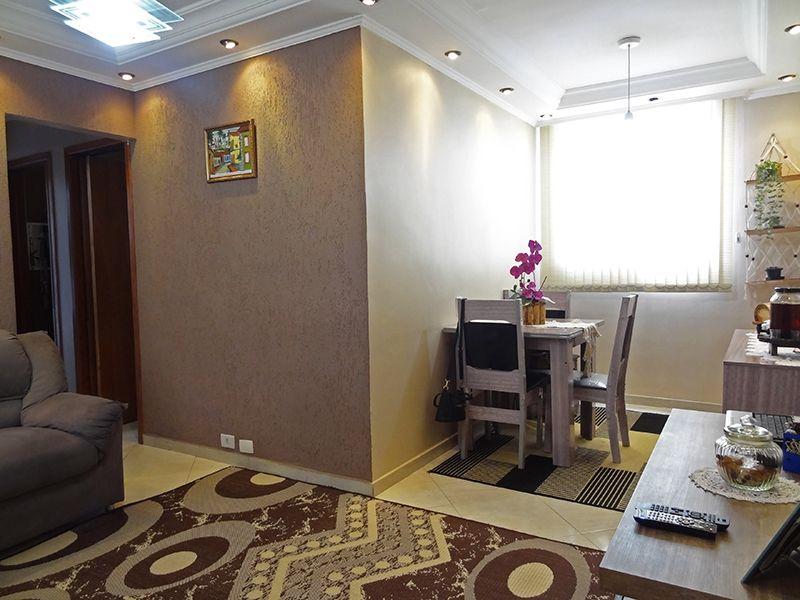 Sacomã, Apartamento Padrão - Sala retangular com ambientes, piso de porcelanato, parede com textura, teto com moldura de gesso e iluminação embutida.