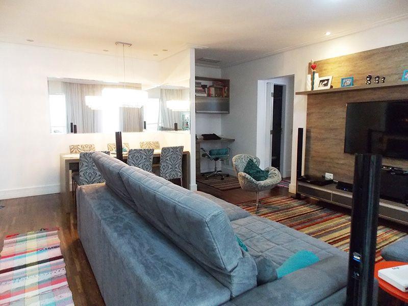 Ipiranga, Apartamento Padrão-Sala com piso de  madeira, teto rebaixado com iluminação embutida e acesso a varanda.