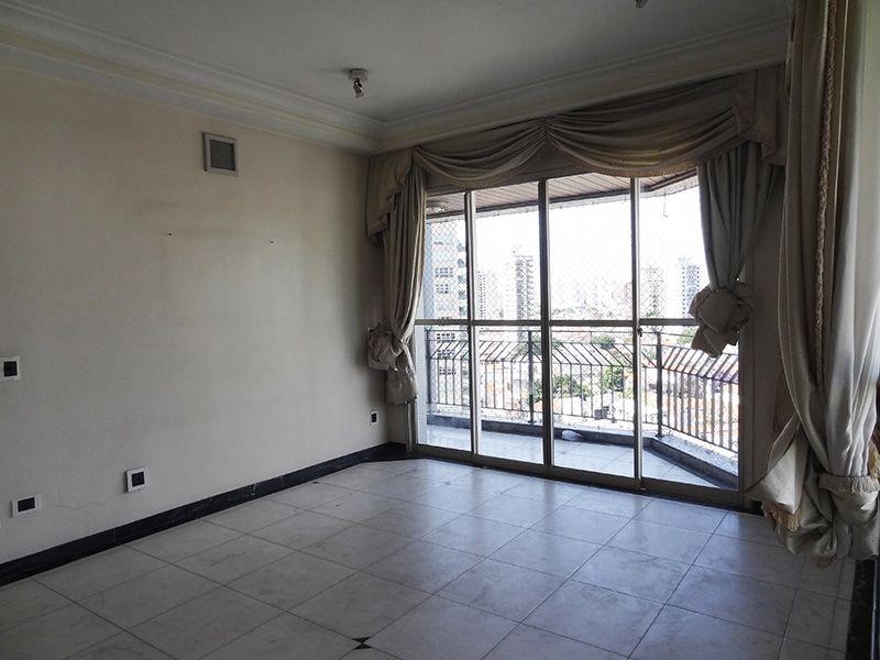 Ipiranga, Cobertura Duplex-Sala com piso de mármore, teto com sanca de gesso, iluminação embutida  e acesso a sacada.