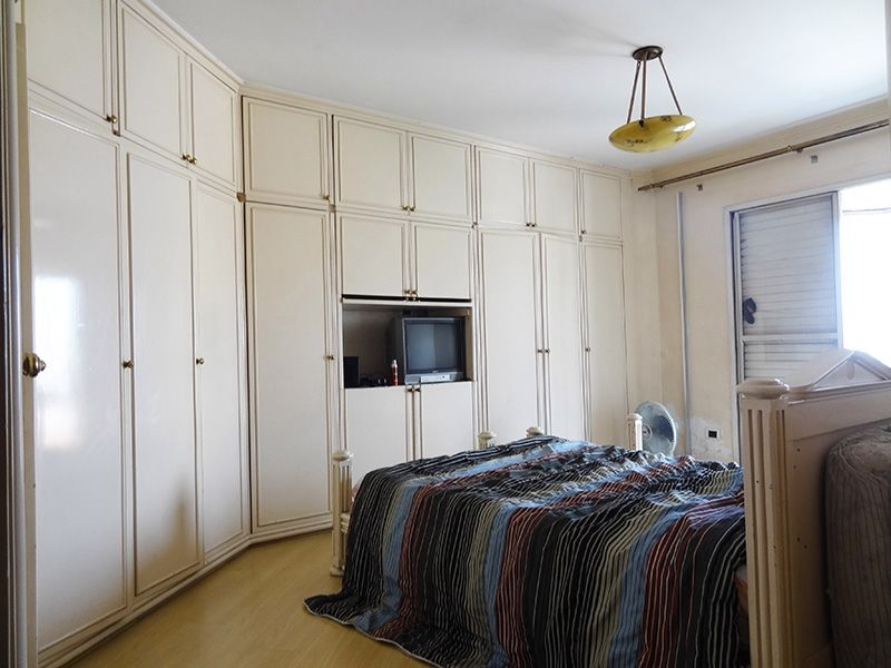 Ipiranga, Cobertura Duplex-Suíte com piso laminado, teto com moldura de gesso e armários.