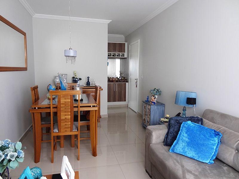 Sacomã, Apartamento Padrão-Sala retangular com piso de porcelanato e moldura de gesso.
