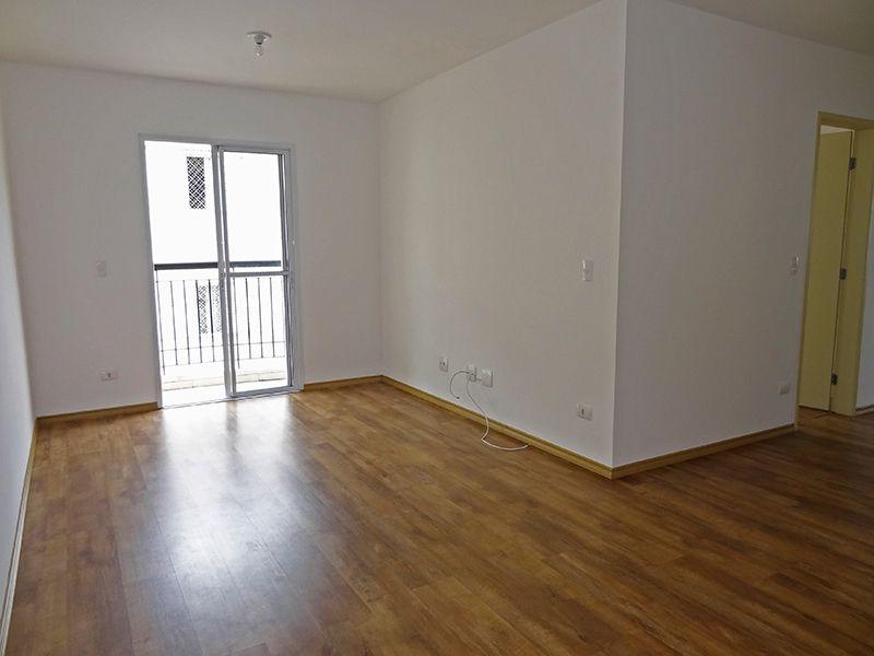 Sacomã, Apartamento Padrão - Sala em L com piso laminado e acesso a varanda.