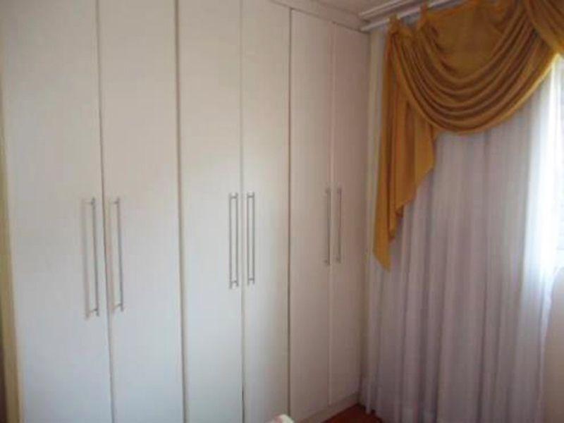 Jabaquara, Apartamento Padrão-Dormitório e suíte com piso laminado, teto com moldura de gesso e armários.