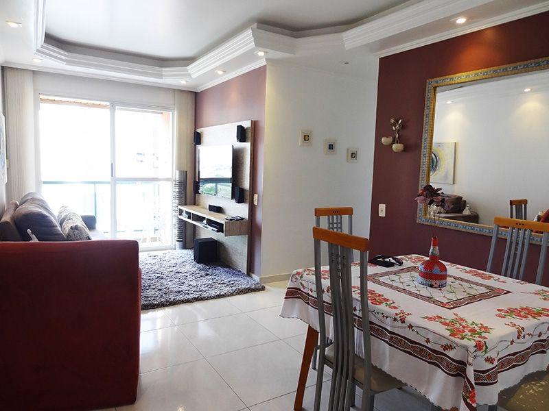 Ipiranga, Apartamento Padrão - Sala em L com piso de porcelanato, teto com sanca de gesso, iluminação embutida e acesso a varanda.