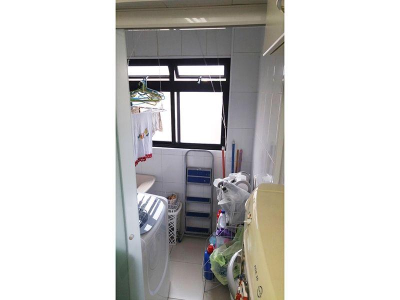 Ipiranga, Apartamento Padrão-Área de serviço com piso de cerâmica e divisória da cozinha em vidro.