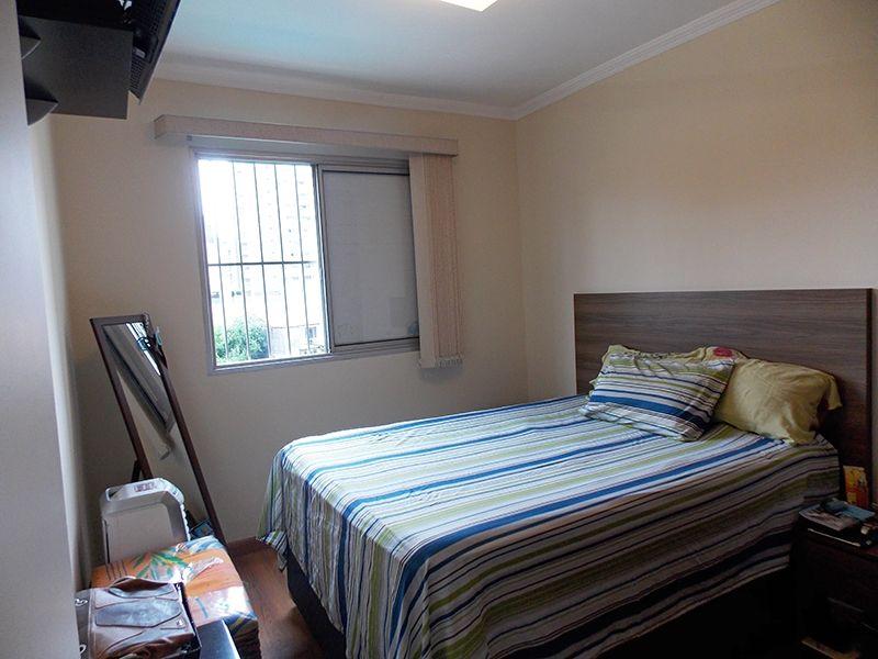 Jabaquara, Apartamento Padrão-Primeiro e segundo dormitório com piso laminado, teto com moldura de gesso e armário embutido.