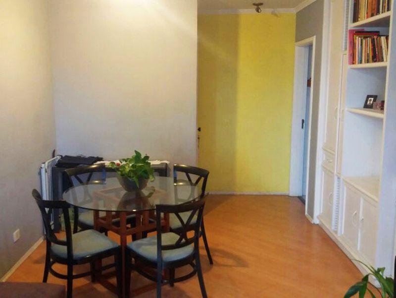 Jabaquara, Apartamento Padrão - Sala retangular com piso de laminado, teto com moldura de gesso e acesso à varanda.