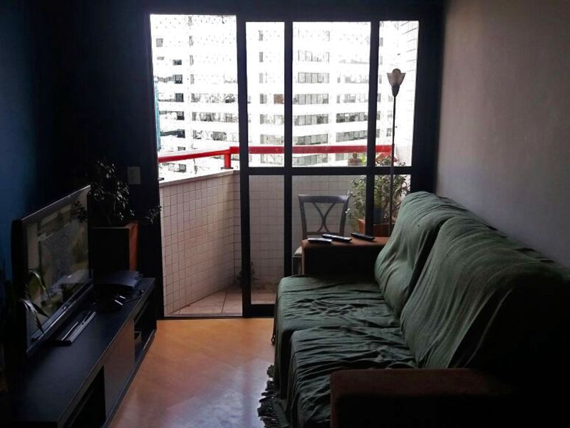 Jabaquara, Apartamento Padrão-Sala retangular com piso de laminado, teto com moldura de gesso e acesso à varanda.
