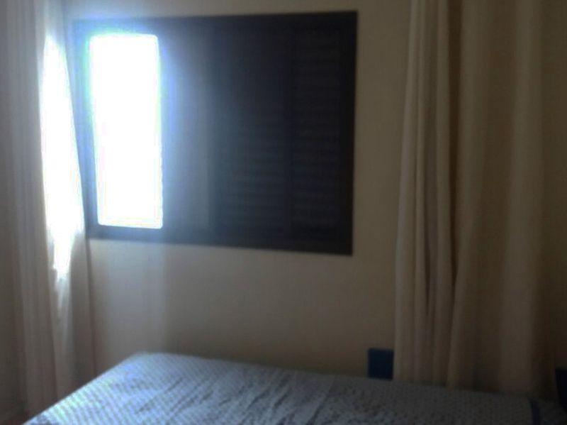 Jabaquara, Apartamento Padrão-Primeiro e segundo dormitório com piso de laminado e armários planejados.