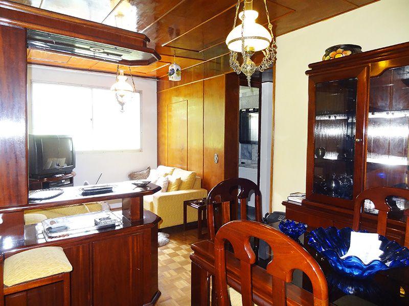 Jabaquara, Apartamento Padrão - Sala retangular com dois ambientes, piso de madeira e teto de madeira.