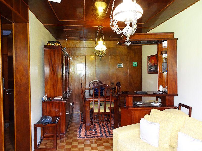 Jabaquara, Apartamento Padrão-Sala retangular com dois ambientes, piso de madeira e teto de madeira.