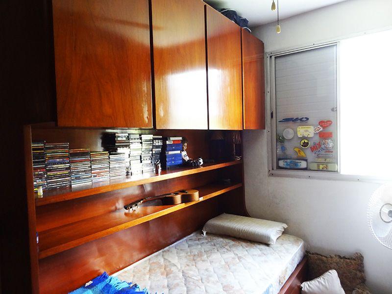 Jabaquara, Apartamento Padrão-Segundo dormitório com piso de madeira e armários planejados.