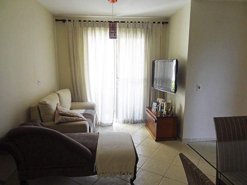Sacomã, Apartamento Padrão - Sala em L com dois ambientes, piso de cerâmica e acesso a varanda.