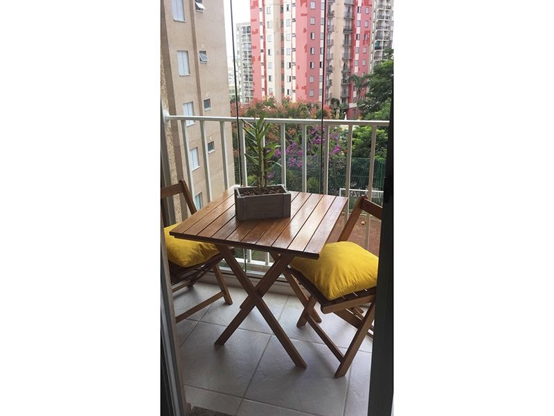 Sacomã, Apartamento Padrão-Varanda gourmet com piso de cerâmica e cortina de vidro.