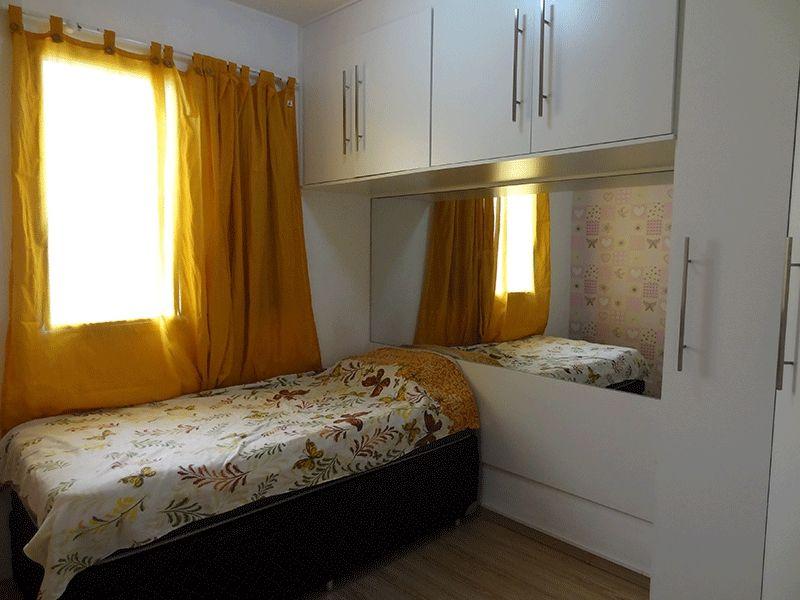 Ipiranga, Apartamento Padrão-Primeiro dormitório com piso laminado e armário embutido.