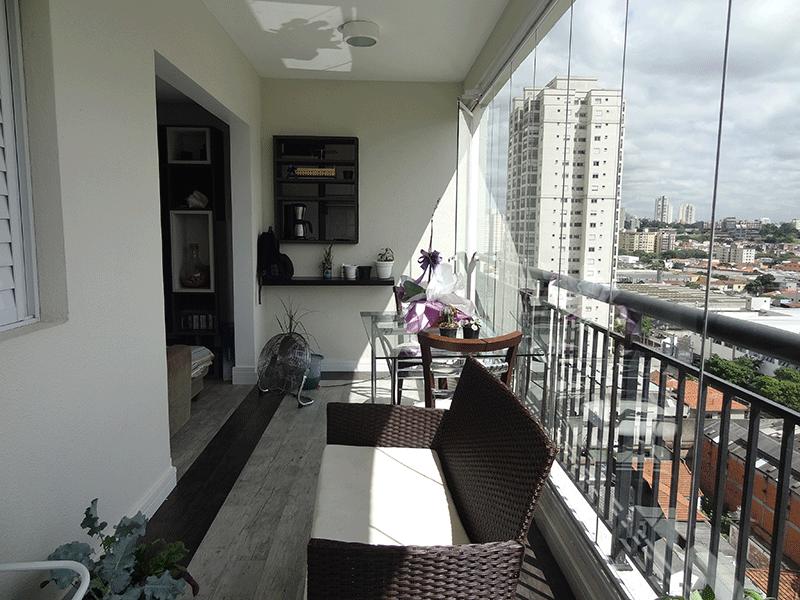 Ipiranga, Apartamento Padrão-Varanda com piso laminado e cortina de vidro.