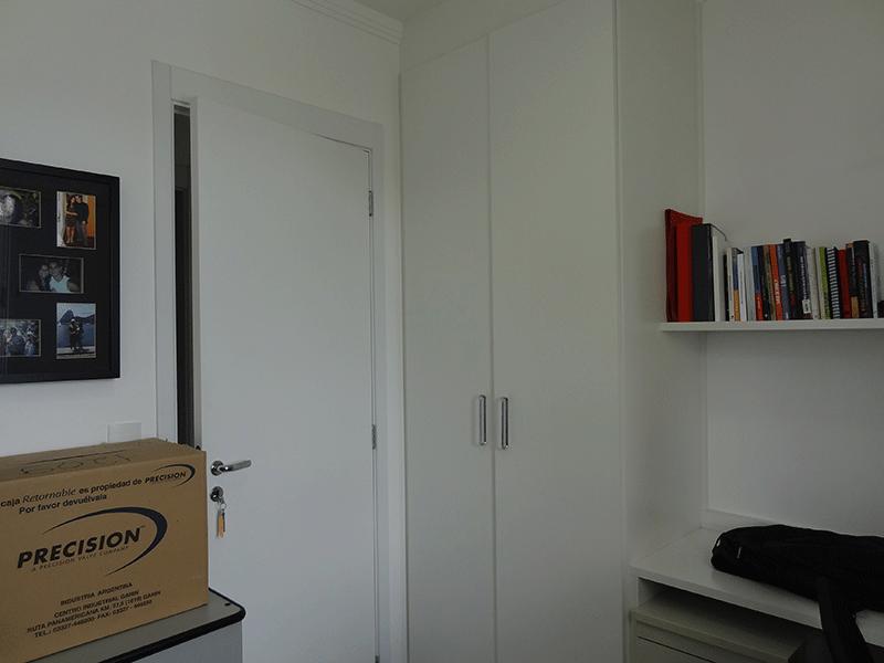Ipiranga, Apartamento Padrão-Segundo dormitório com piso laminado e armário embutido.