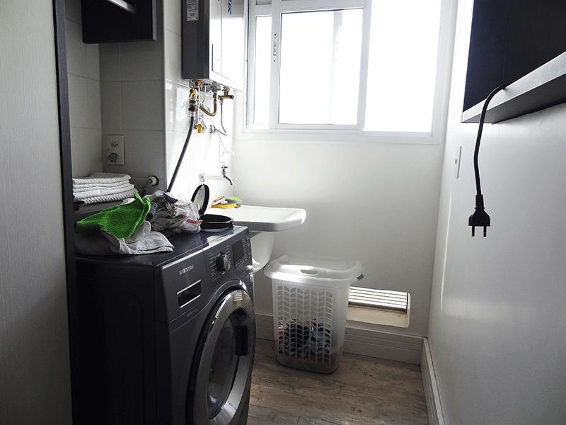 Ipiranga, Apartamento Padrão-Área de serviço com piso laminado, aquecedor de passagem e armários planejados.
