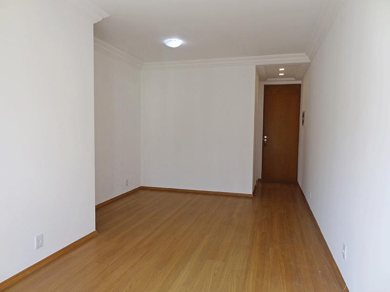 Sacomã, Apartamento Padrão-Sala retangular, com piso laminado e acesso para varanda.