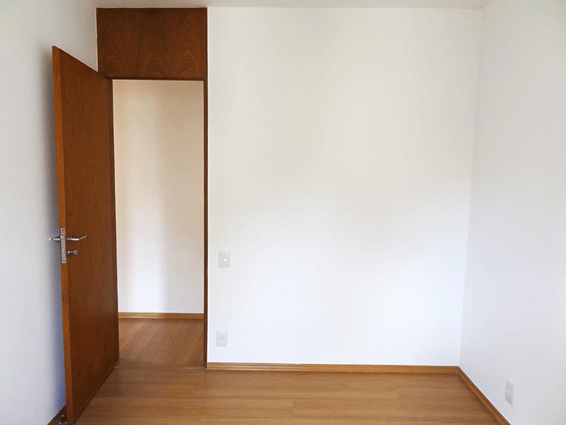Sacomã, Apartamento Padrão-1º dormitório com piso laminado e armário.