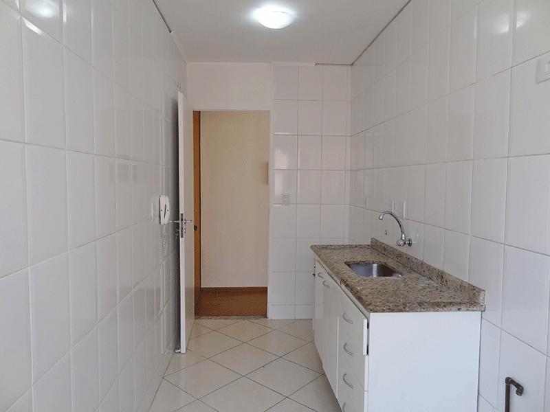 Sacomã, Apartamento Padrão-Cozinha com piso de cerâmica e pia de granito com gabinete.