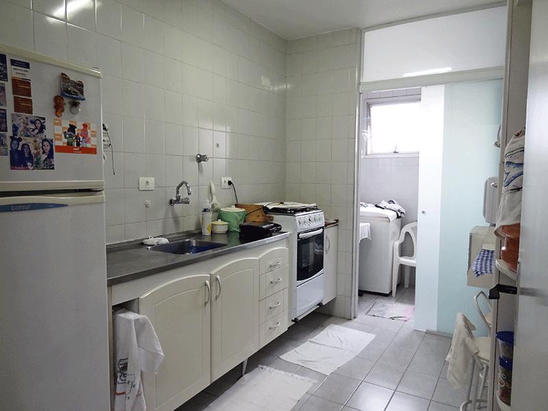 Sacomã, Apartamento Padrão-Cozinha com piso de cerâmica, pia de inox com gabinete e armários planejados.