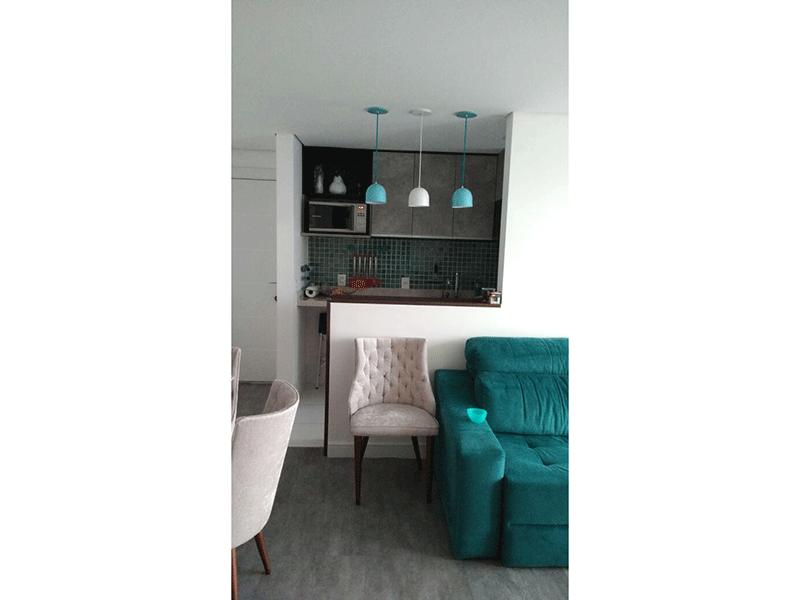 Ipiranga, Apartamento Padrão-Sala retangular com piso laminado e acesso a varanda.