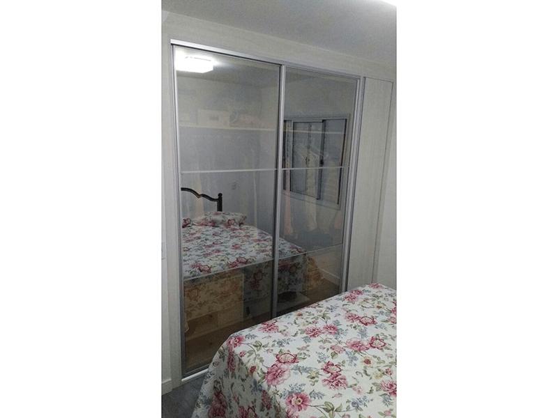 Ipiranga, Apartamento Padrão-Dormitório com piso laminado e armário embutido.