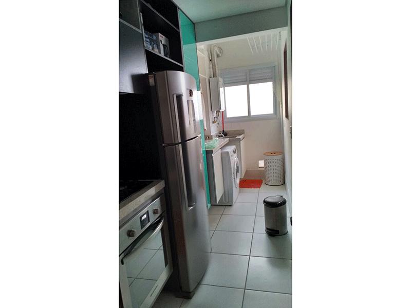Ipiranga, Apartamento Padrão-Cozinha americana com piso de cerâmica, pia de granito com gabinete e armários planejados.