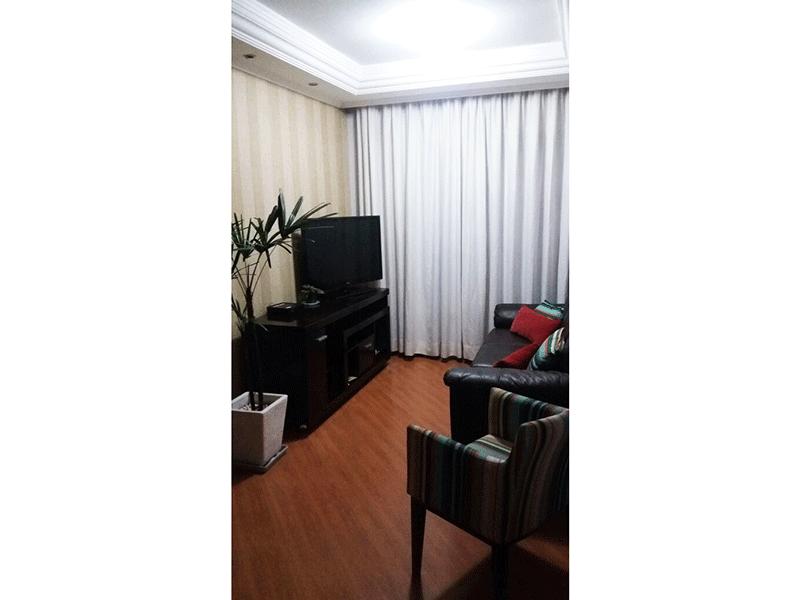 Ipiranga, Apartamento Padrão-Sala retangular com piso laminado, teto com sanca de gesso, iluminação embutida e acesso a varanda.