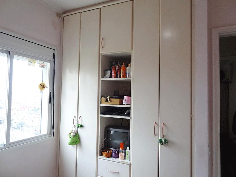 Ipiranga, Apartamento Padrão-2º dormitório com piso de madeira, teto com moldura gesso e armários embutidos.
