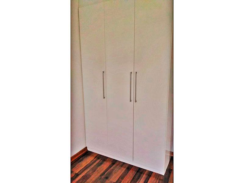 Sacomã, Apartamento Padrão-Suíte com piso de laminado e armários planejados.