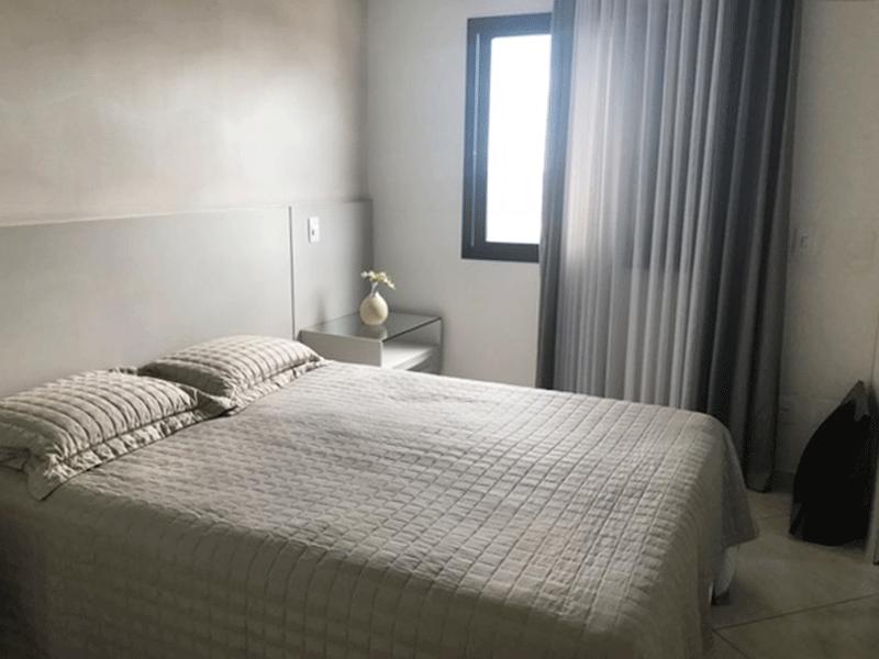 Sacomã, Apartamento Padrão-Suíte com piso de porcelanato e closet.