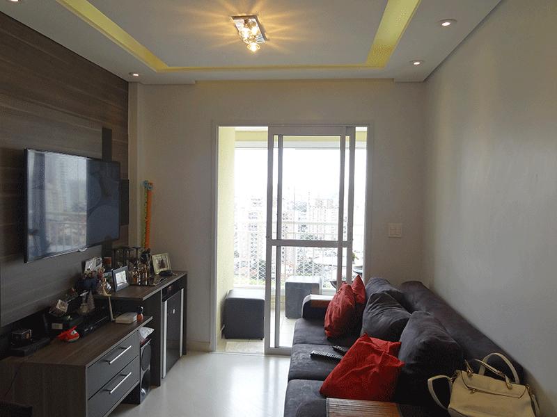 Sacomã, Apartamento Padrão - Sala em L com piso laminado, teto com rebaixado sanca de gesso, iluminação embutida e acesso à varanda gourmet.