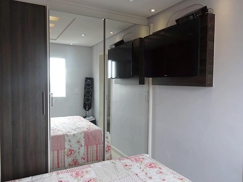Sacomã, Apartamento Padrão-Suíte com piso laminado, teto rebaixado com sanca de gesso, iluminação embutida e armários planejados.