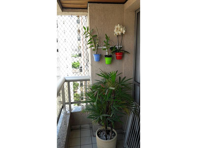 Ipiranga, Apartamento Padrão-Sacada com piso de cerâmica, teto de madeira e tela de proteção.