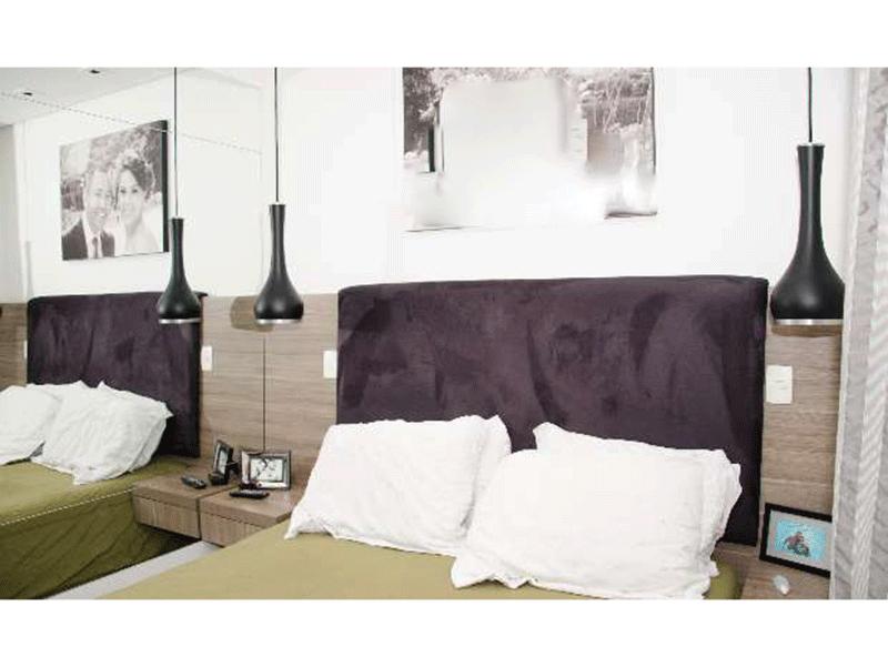 Ipiranga, Apartamento Padrão-Suíte com piso de granito, painel de madeira e armários embutidos.
