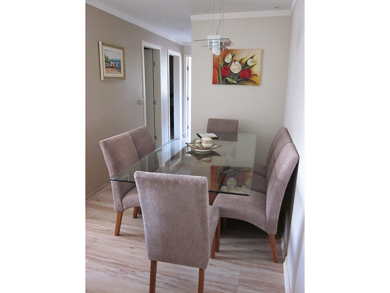 Sacomã, Apartamento Padrão - Sala em L com piso laminado, teto de sanca de gesso, iluminação embutida e acesso a sacada.