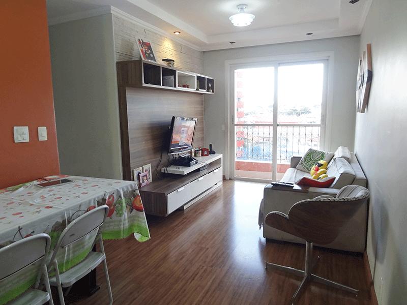 Jabaquara, Apartamento Padrão - Sala retangular com piso laminado, teto com sanca de gesso, iluminação embutida e acesso à varanda.