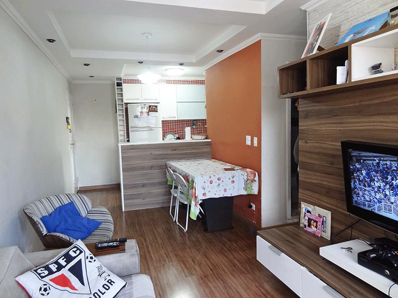 Jabaquara, Apartamento Padrão-Sala retangular com piso laminado, teto com sanca de gesso, iluminação embutida e acesso à varanda.
