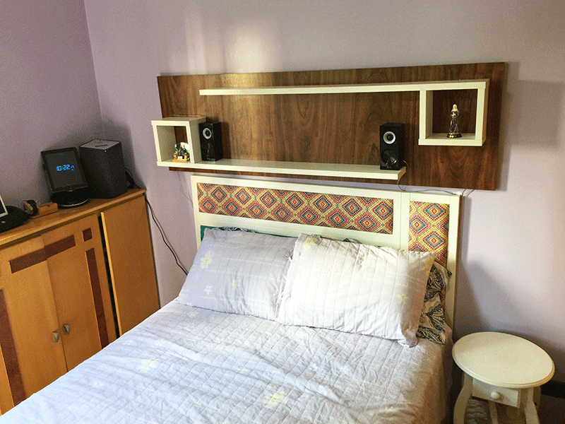 Jabaquara, Apartamento Padrão-Suíte com piso de madeira, teto com moldura de gesso, ventilador de teto e closet.