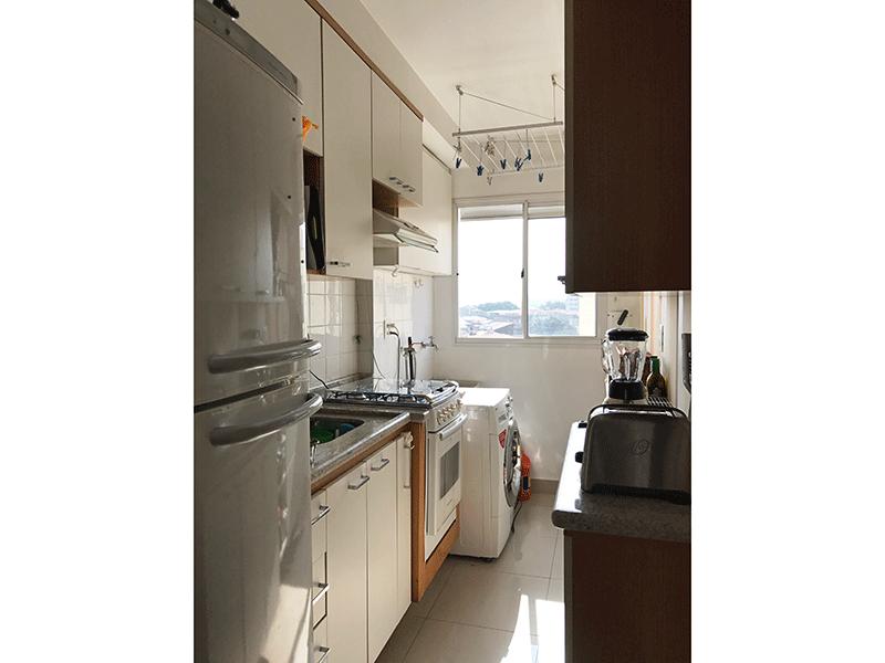 Sacomã, Apartamento Padrão-Cozinha integrada com área de serviço com piso de porcelanato, pia de granito com gabinete e armários planejados.